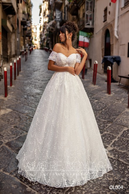 http://amore-novias.com/images/stories/virtuemart/product/OL004       (1).jpg